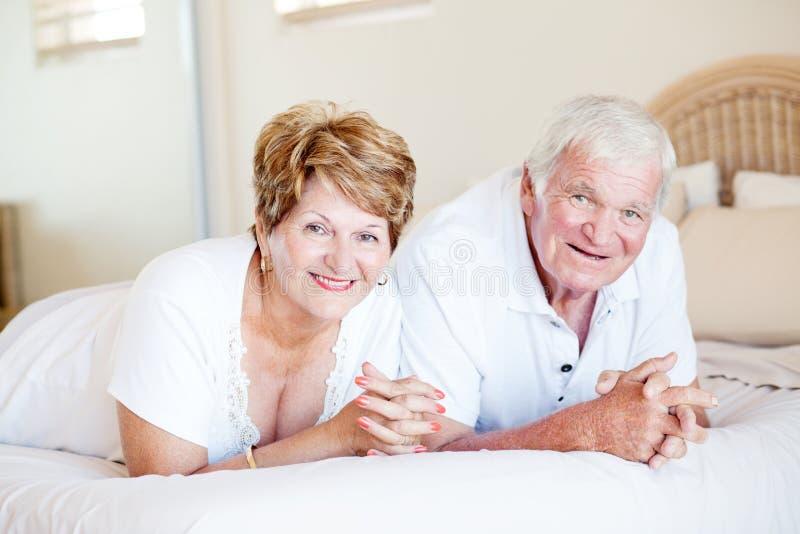 愉快的高级夫妇 图库摄影