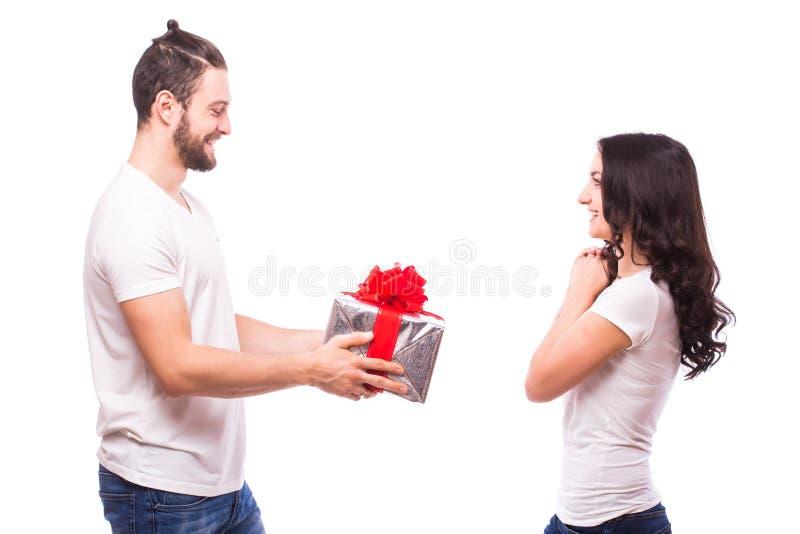 愉快的年轻加上在白色背景隔绝的情人节礼物 图库摄影