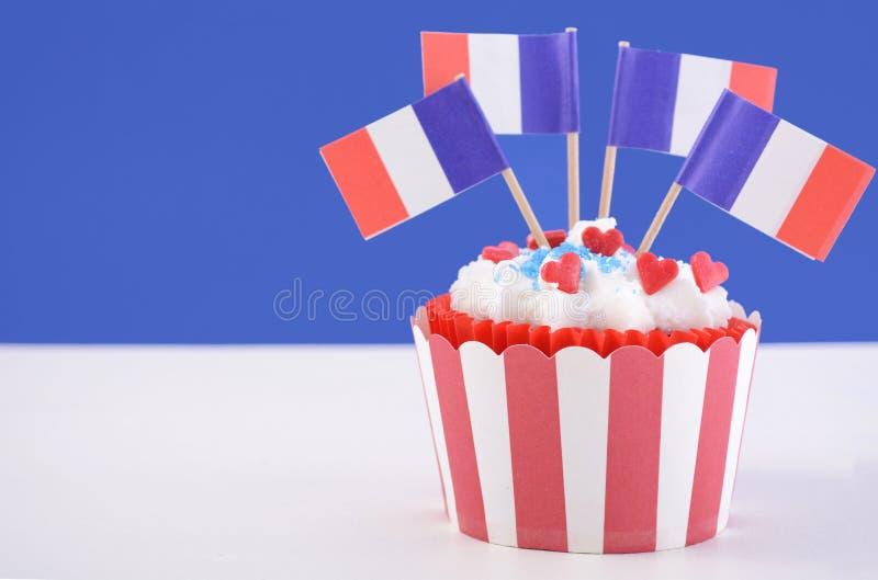 愉快的巴士底日杯形蛋糕 免版税库存照片