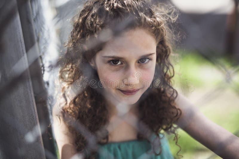愉快的9岁女孩在夏天 图库摄影