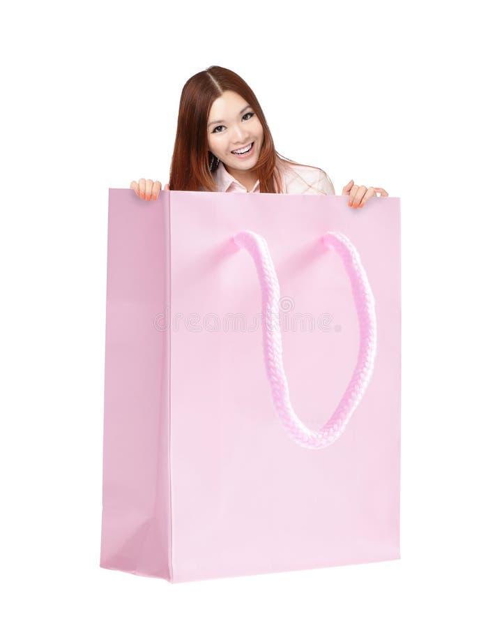 购物袋的愉快的微笑妇女 免版税库存图片