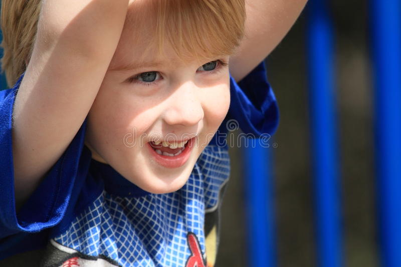 愉快的年轻男孩 库存照片