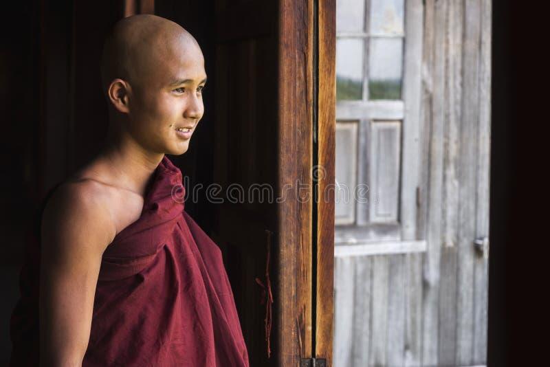 愉快的Indein村庄的, Inle湖,缅甸新手和尚 免版税库存照片