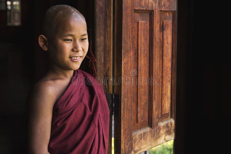 愉快的Indein村庄的, Inle湖,缅甸新手和尚 库存图片