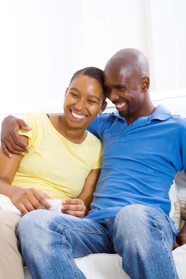愉快非洲的夫妇 免版税库存照片