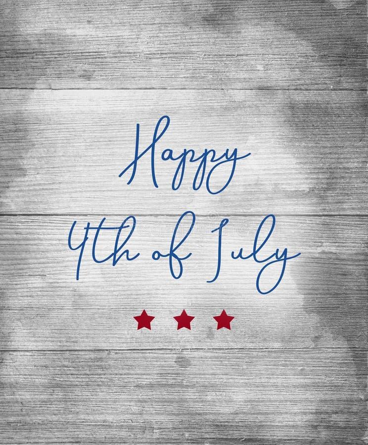 愉快7月第4在与红色星的蓝色信件签字在木背景 免版税库存照片