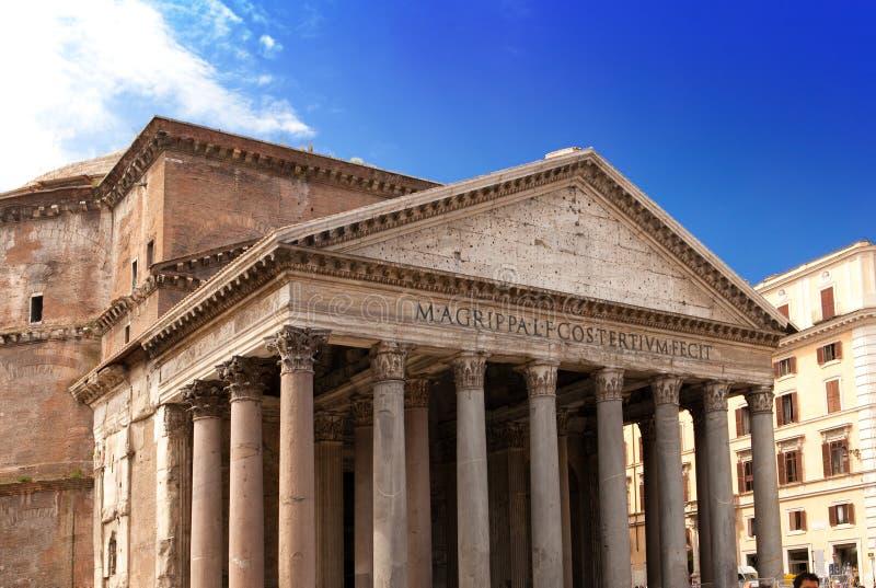 意大利。罗马。古老Pantheon.Close在一个晴天 库存照片