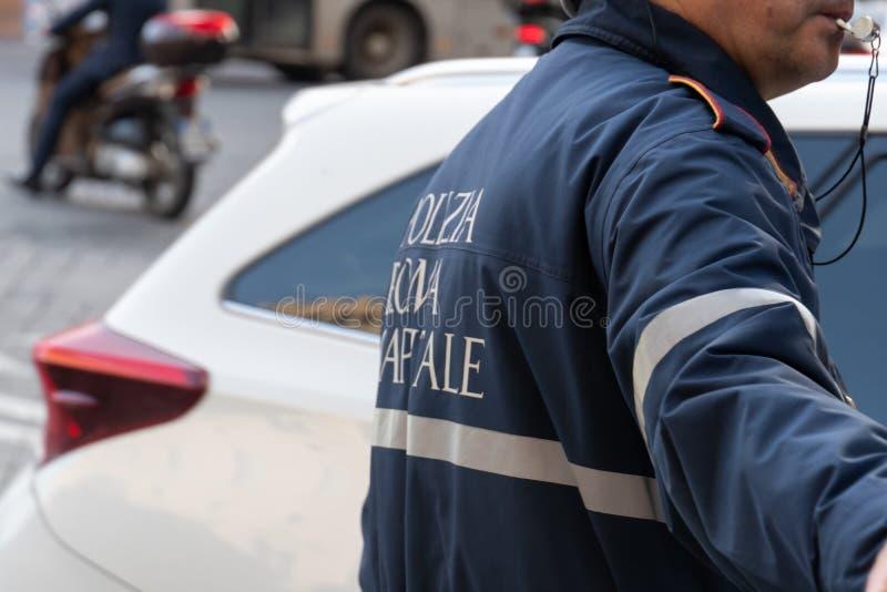 意大利交警 查出的背面图白色 免版税库存图片