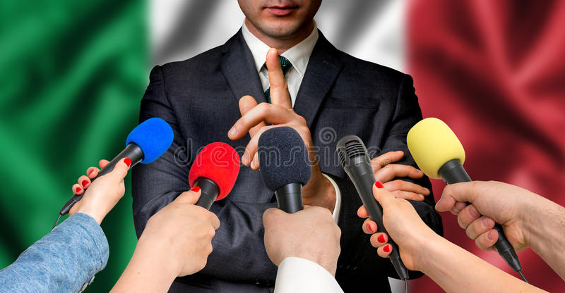 意大利候选人与记者-新闻事业概念谈话 库存照片