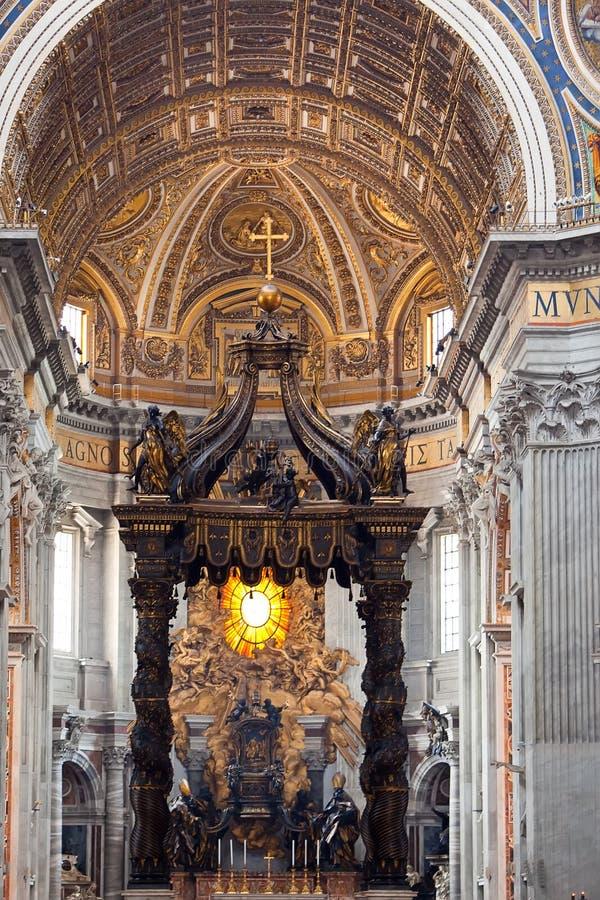 意大利圣皮特圣徒・彼得s大教堂。室内看法。 免版税图库摄影