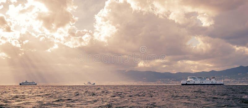意大利墨西拿海峡的风景看法 免版税库存图片