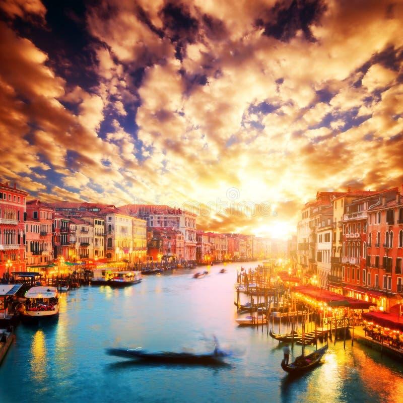 意大利威尼斯 长平底船在大运河漂浮 免版税库存图片