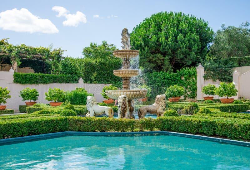 意大利庭院看法在哈密尔顿植物园里在新西兰 免版税库存照片