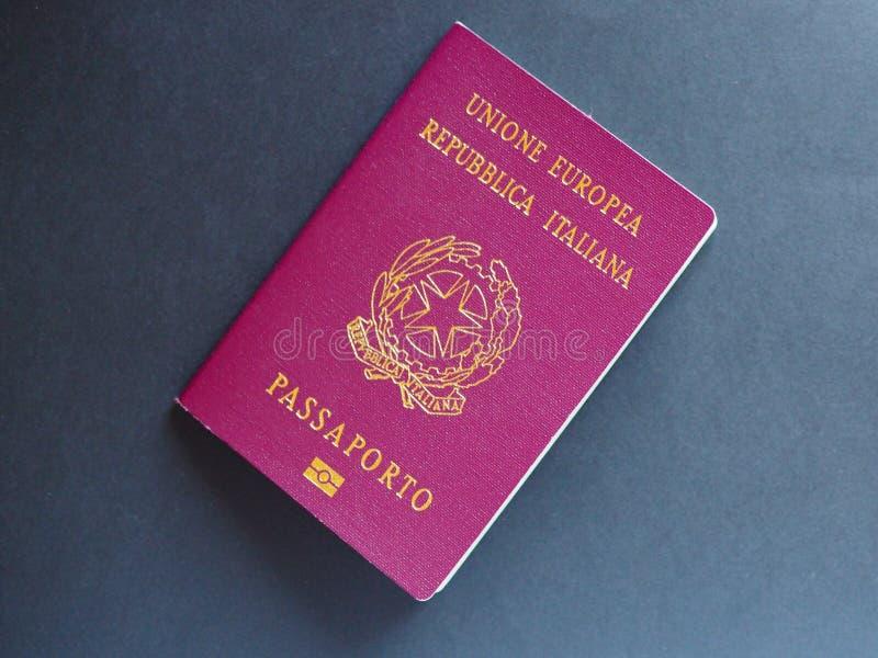 意大利护照文件 免版税库存图片