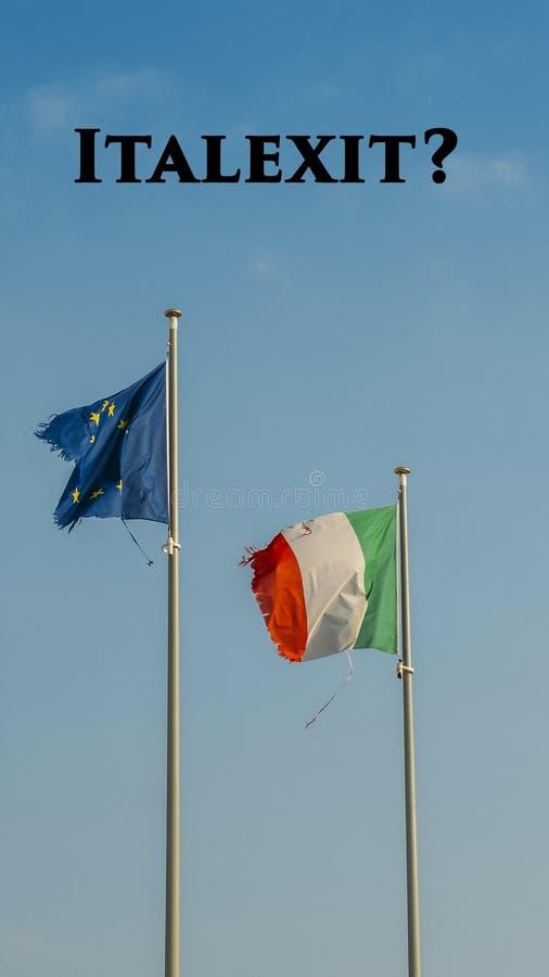 意大利旗子和欧洲沙文主义情绪在帆柱一起隔绝了蓝天背景 在顶面书面Italexit的消息,是 图库摄影