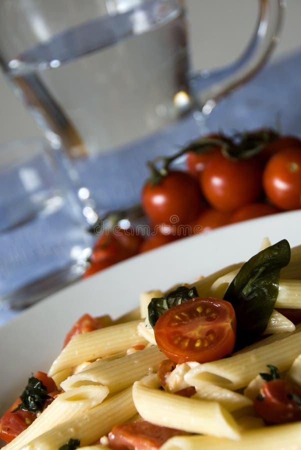 意大利无盐干酪意大利面食penne蕃茄 免版税库存照片