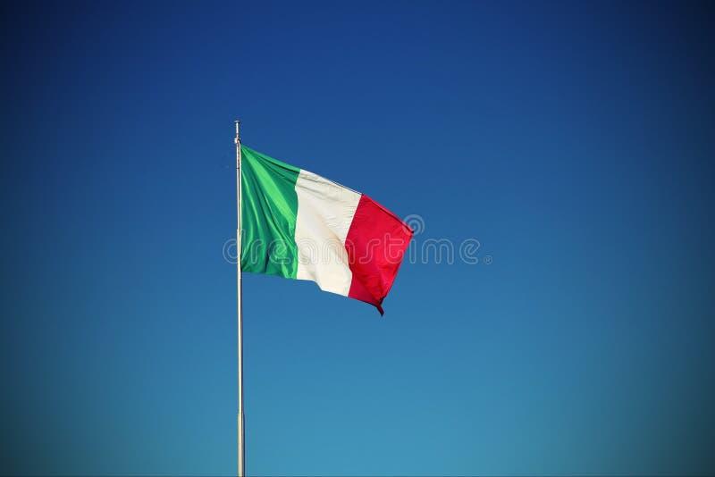意大利沙文主义情绪与与小插图作用的蓝天 免版税库存照片