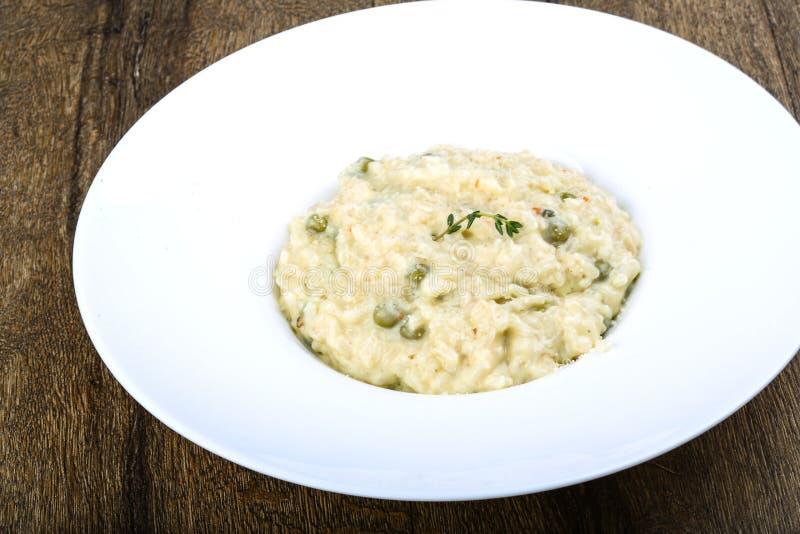 意大利煨饭用乳酪和绿豆 免版税库存照片