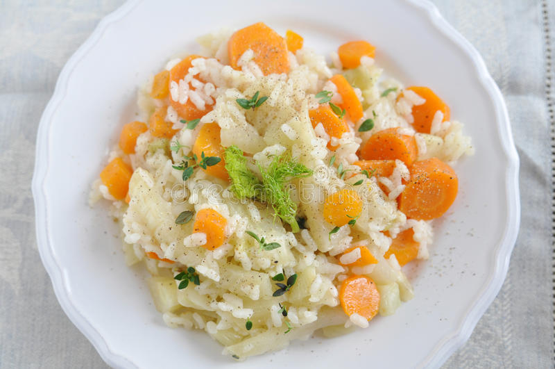 意大利煨饭用红萝卜和茴香 免版税图库摄影