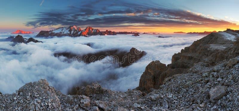 意大利白云岩的美好的山全景 免版税库存图片