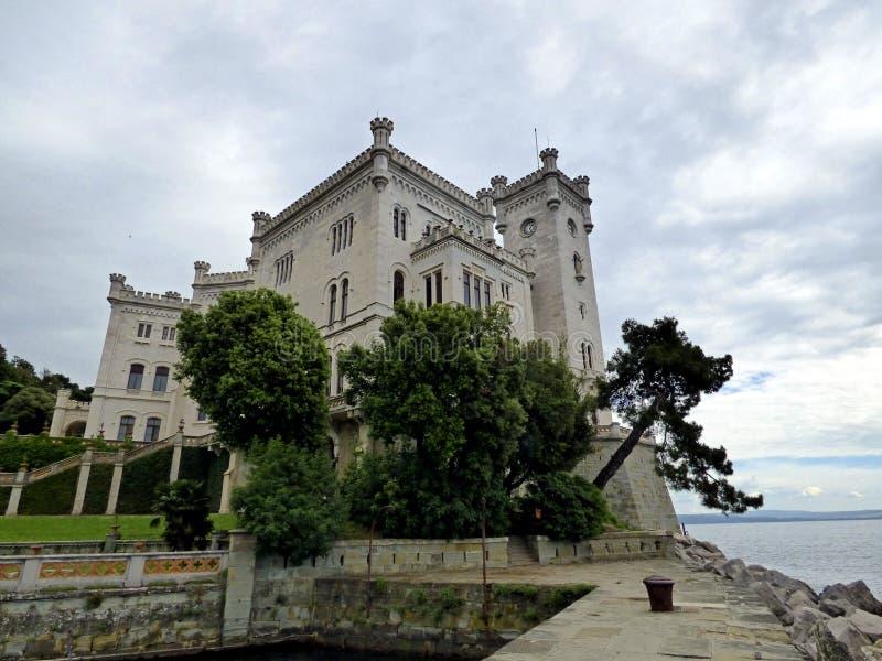 意大利的里雅斯特,参观MiramareItaly城堡的里雅斯特,参观Miramare城堡,城堡的看法 图库摄影