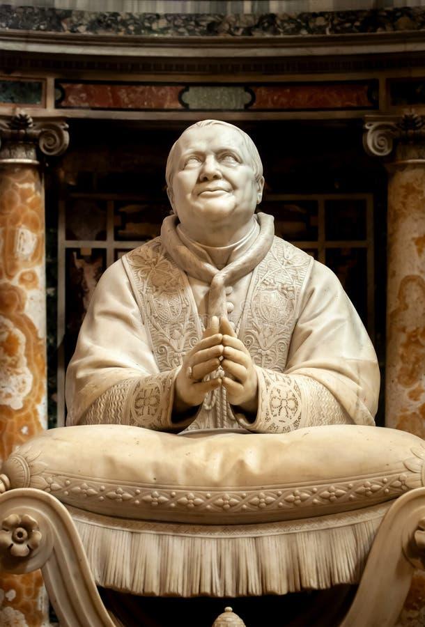 意大利罗马圣玛丽亚马焦雷大教堂Ignazio Jacometti的Pius IX大理石雕像 免版税库存图片
