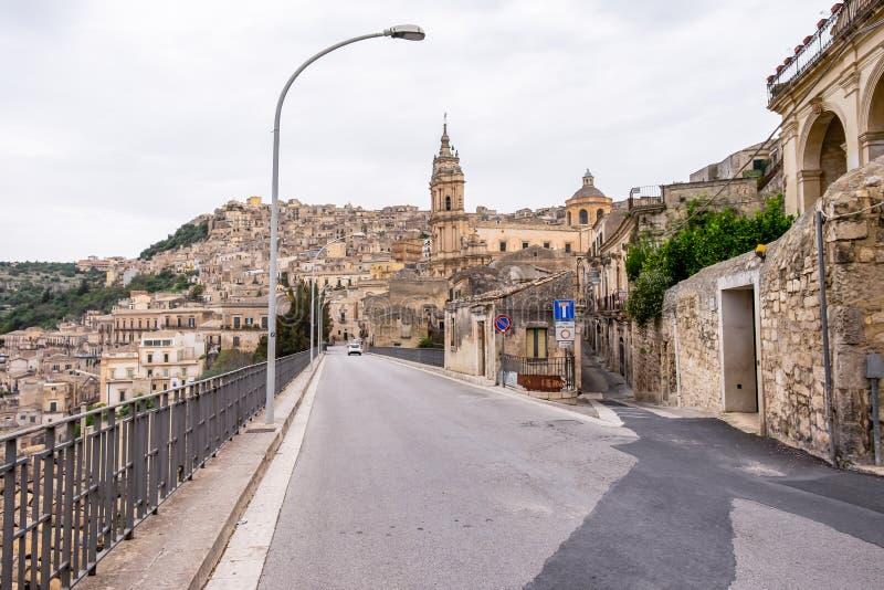 老巴洛克式的镇拉古萨省的莫迪卡视图,西西里岛 免版税库存图片