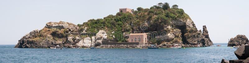 意大利西西里岛Acitrezza 港口Lachea海岛 库存照片