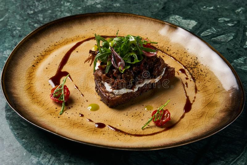 意大利语Bruschetta用羊羔牛肉 免版税库存图片
