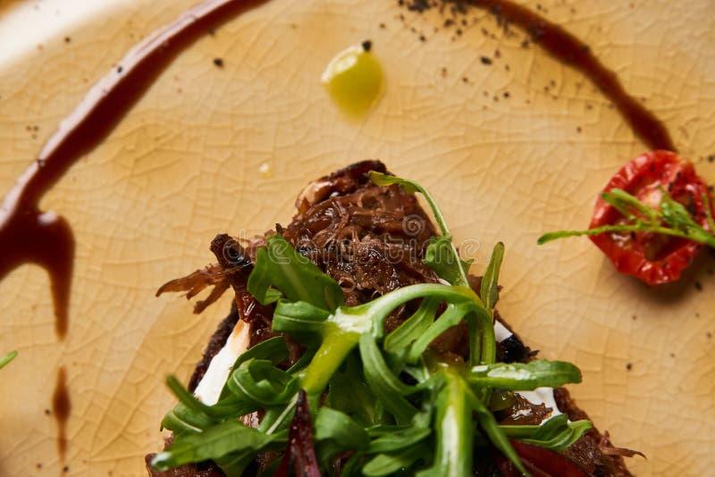 意大利语Bruschetta用羊羔牛肉 免版税库存照片