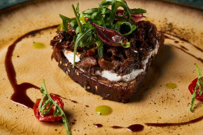 意大利语Bruschetta用羊羔牛肉 免版税图库摄影