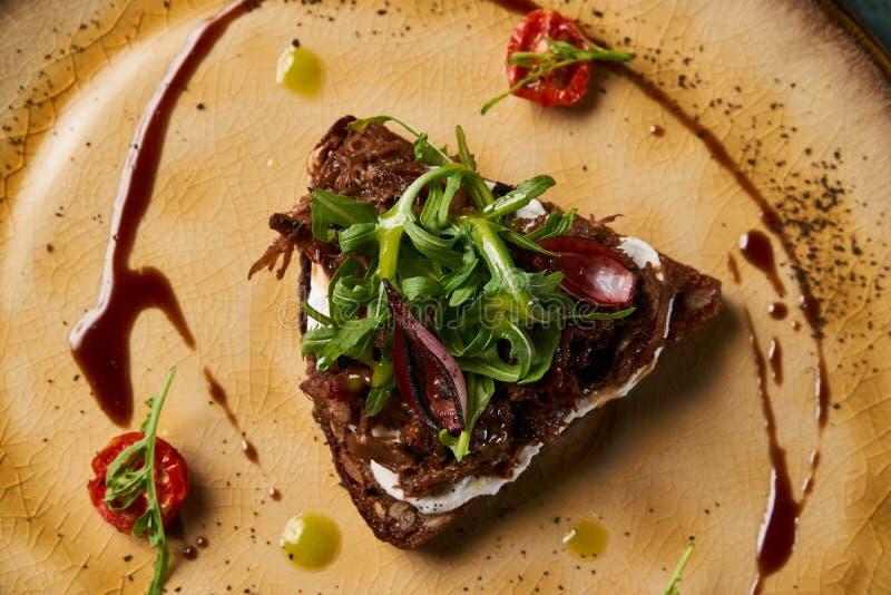 意大利语Bruschetta用羊羔牛肉 图库摄影