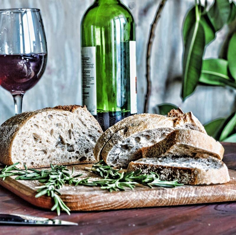 意大利酒, ciabatta,迷迭香,国家晚餐 免版税库存图片