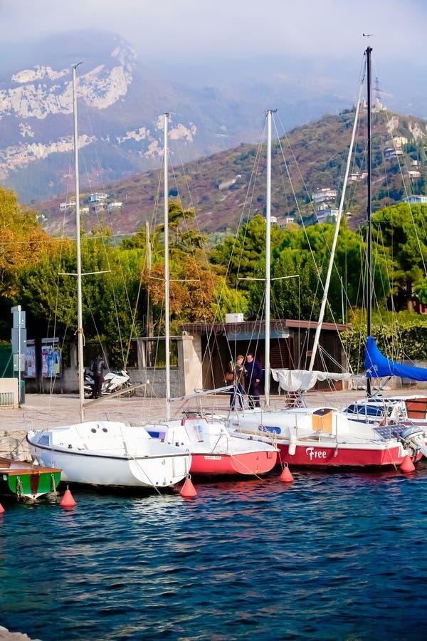 意大利里瓦德尔加尔达小游艇船坞 免版税库存照片