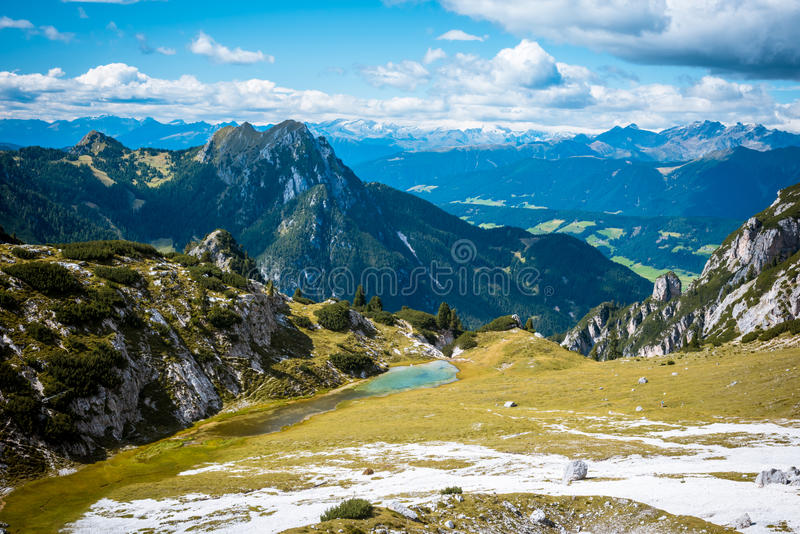 意大利阿尔卑斯风景看法  库存照片
