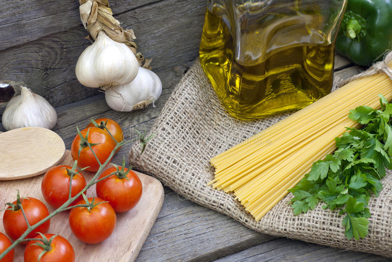 意大利面食意粉和香料 库存图片