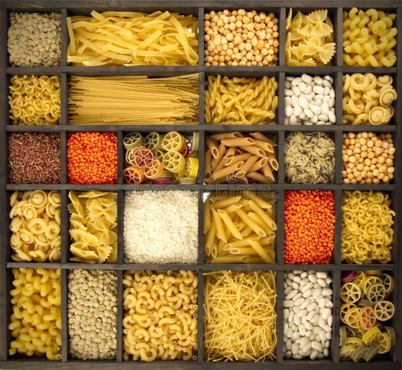 意大利面食米和脉冲 免版税库存照片