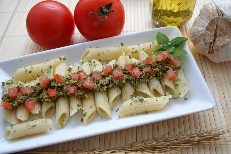 意大利面食pesto调味汁蕃茄 免版税库存照片