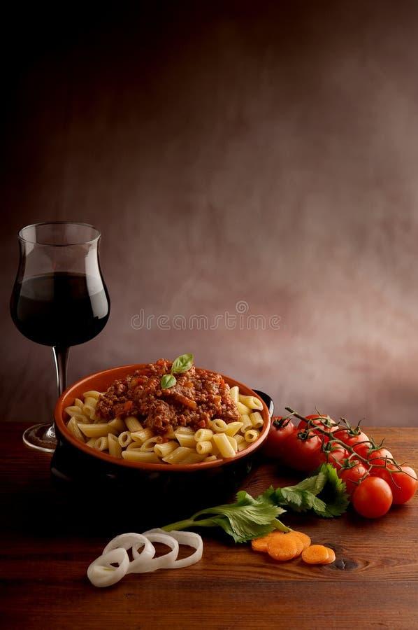 意大利面食ragu红葡萄酒 库存图片