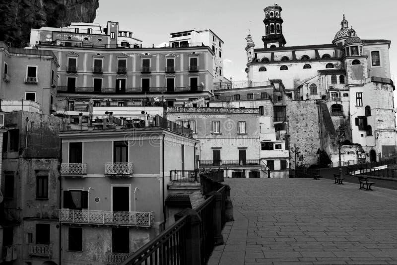 意大利风景-令人惊讶的阿特拉尼村庄黑白图象 免版税库存图片
