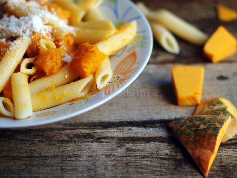 意大利食物- Penne面团用南瓜 库存照片