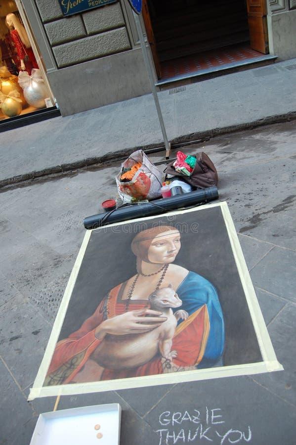 意大利,在佛罗伦萨街道上,艺术家绘了列奥纳多・达・芬奇的画 免版税库存照片