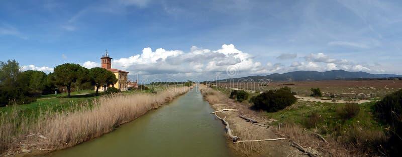 意大利,托斯卡纳,格罗塞托, Marina di Alberese,也称Uccellina公园的Maremma的自然公园,乡下nea的看法 库存图片