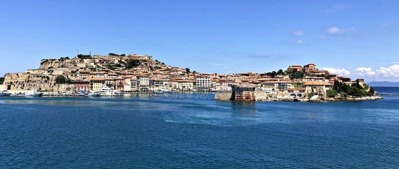 意大利,托斯卡纳:费拉约港看法在厄尔巴岛 库存照片