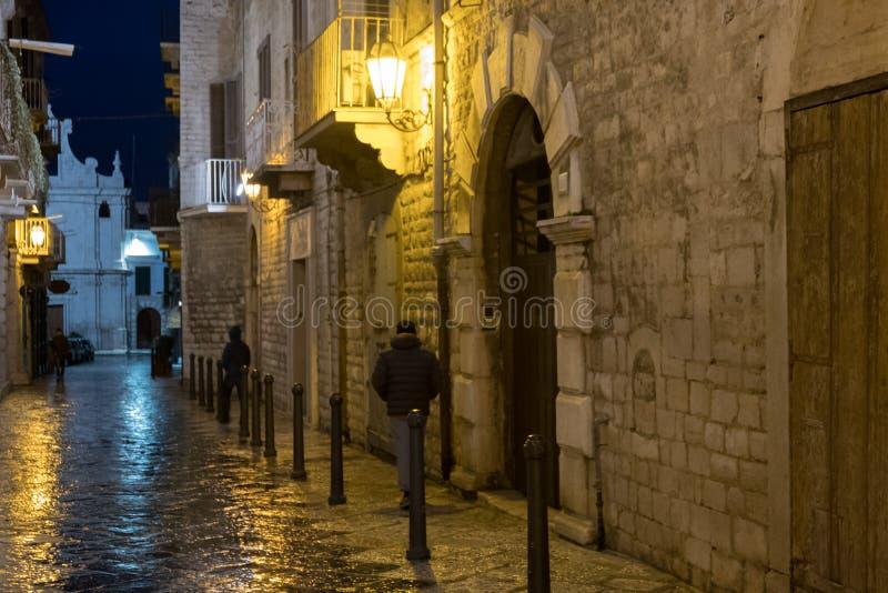 意大利,普利亚,一条街市街道的瞥见 免版税库存照片