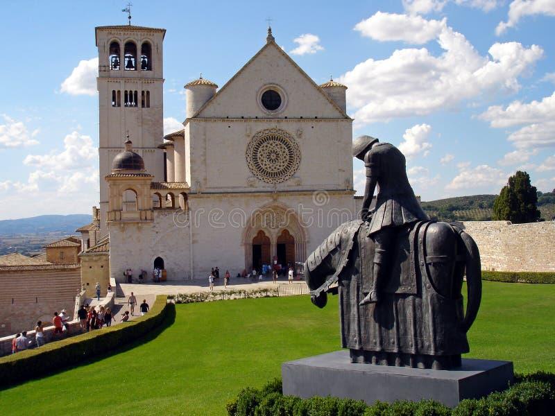 意大利,翁布里亚, 2008年8月28日,到市的参观阿西西,圣弗朗切斯科大教堂的看法  库存照片