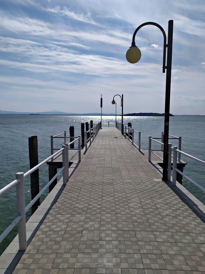 意大利,翁布里亚:在Trasimeno湖的码头Passignano的 免版税库存图片