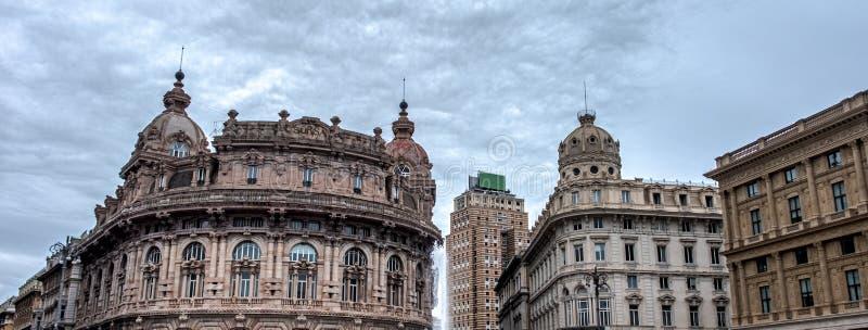 意大利 — 利古里亚地区 — 热那亚市法拉利广场历史建筑的水平背景 免版税库存照片