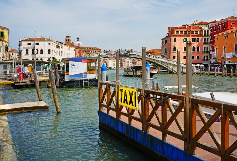 意大利 威尼斯,停泊在火车站 库存照片