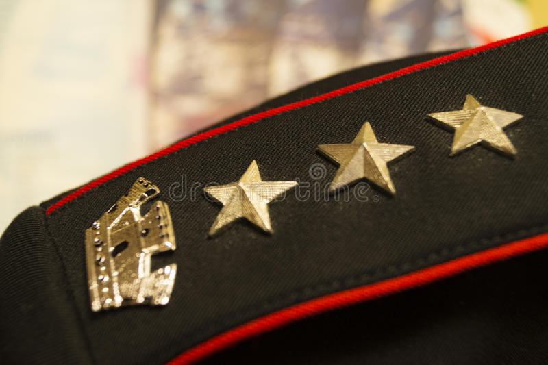 意大利carabinieri卡宾抢手mostrine  免版税库存照片
